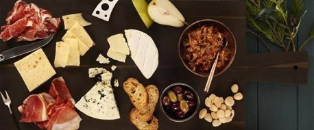 cheese-tray, holiday, board, crackers, event, party. eventandpartyideas.com