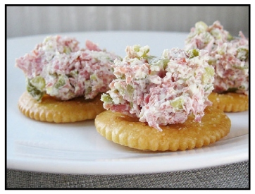 buddig-spread, cream cheese, crackers, spread, party, appetizers. eventandpartyideas.com