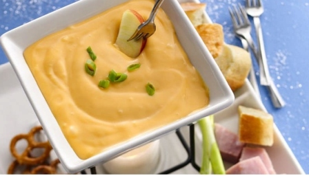 cheese-beer-dip-2, cheese, beer, dip, st. patrick's day, party, appetizer. eventandpartyideas.com