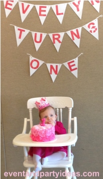 Happy 1st Birthday Evelyn Grace !